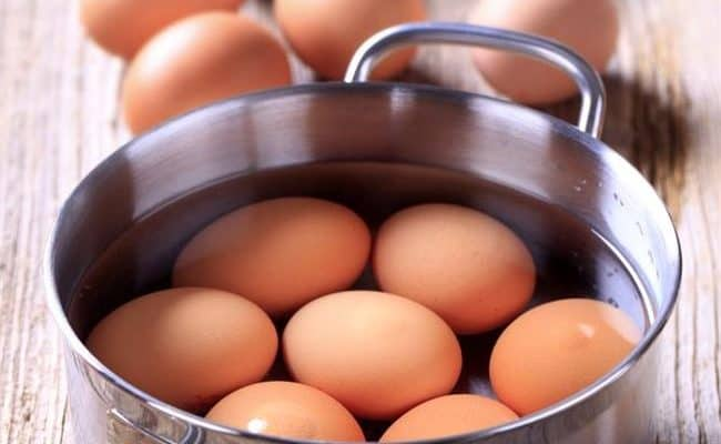 is it safe to eat raw eggs