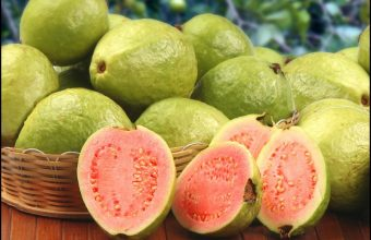 Amazing Benefits But Also Side Effects From Eating Guavas